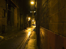 läskig mörk natt för bakgata Royaltyfria Bilder
