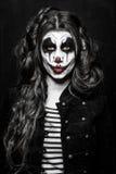 Läskig ond clownflicka arkivfoto