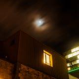 Läskig stads- plats på natten Royaltyfria Foton