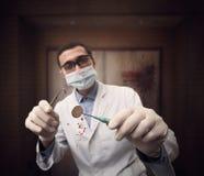 Läskig tokig tandläkare royaltyfria foton