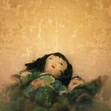 Läskiga dockor med demoniska uttryck Arkivbilder