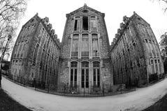 Läskiga gammala skolar, Caldas da Rainha, Portugal royaltyfri bild