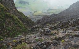 Läskigt brant berglandskap i schweizisk fjällängbrienzerrothorn Schweiz royaltyfri bild