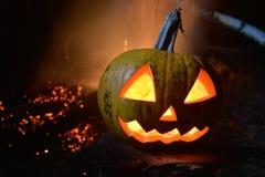 Läskigt halloween stålarhuvud på mörk backround Royaltyfri Bild