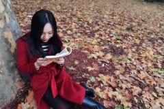 Läsning i natur är min hobby fotografering för bildbyråer