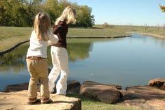 Lässt gehen sehen den Teich Stockbilder