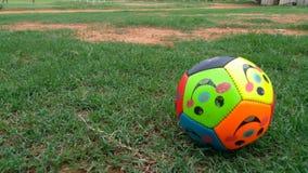 Lässt Spiel-Fußball Stockbild