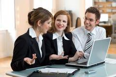 Lässt tun sie, Geschäftsteamwork lizenzfreies stockfoto