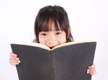 läst bokflicka Fotografering för Bildbyråer
