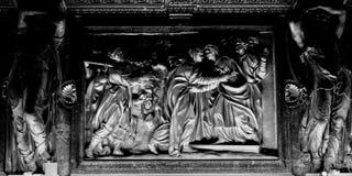 lättnad för Milan-Lombardy-Italien-april 07 2014 DuomoMilan inre baf Arkivbilder