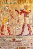 Lättnad på väggen av templet för drottning Hatshepsut royaltyfri fotografi