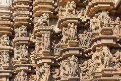 Lättnadstextur av den indiska templet av Khajuraho med hinduiska gudar UNESCOarvplats som byggs mellan 950 och 1150 i Indien Royaltyfri Foto