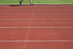 Läufer auf Laufbahn Lizenzfreie Stockbilder