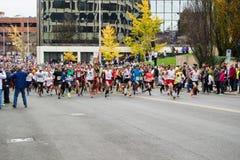 Läufer-Aufstellung für den Trommelstock-Schlag, Roanoke, Virginia, USA stockfotos