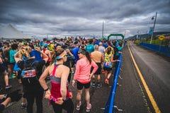 Läufer, die an der Anfangszeile warten lizenzfreie stockbilder