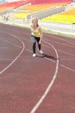 Läufer - Frau, die draußen ausbilden laufen lässt Stockfoto