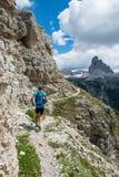 Läufer genießt Natur - Läufer von hinten Lizenzfreies Stockbild