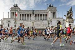 Läufer am Rom-Marathon im Jahre 2016 Stockbild