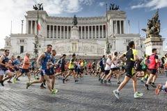 Läufer am Rom-Marathon im Jahre 2016 Stockfotos