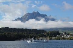 Låg dimma på sjön Lucerne Royaltyfria Foton