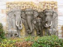 Låg lättnad av flocken av elefanter, Royaltyfria Bilder