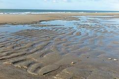 låg sandig tide för strand Royaltyfri Foto