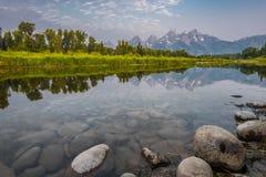 Låg vinkel av Snake River på Schwabacher Royaltyfria Bilder