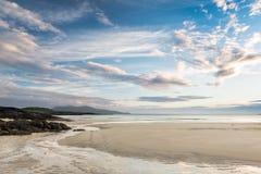 Lågvatten på den skotska stranden Arkivfoto