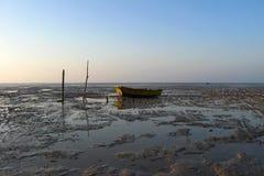 Lågvatten på Persiska vikenkusten i Bandar Abbas, Iran Arkivfoton