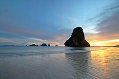 Lågvatten på solnedgången Royaltyfri Bild