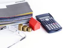 Lånbegrepp med slut upp för huspapper och myntbunt och Arkivbilder