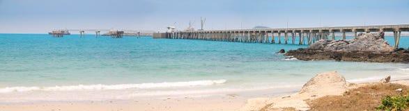 Lång bro från port fotografering för bildbyråer