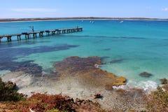 Lång brygga på den Vivonne fjärden, södra Australien Fotografering för Bildbyråer