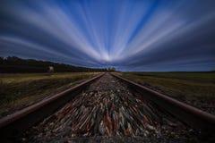 Lång exponering övergiven järnväg linje arkivbild