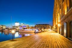 Lång exponering av den Hendersons hamnplatsen i Baltimore, Maryland Royaltyfri Foto