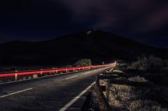 Lång exponering av en lång väg till Volcano Teide arkivbilder
