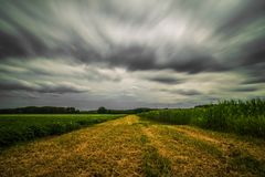 Lång exponering av moln fotografering för bildbyråer