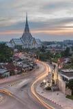 Lång exponering av Wat Sothon på skymning Thailand Royaltyfria Foton