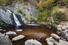 Lång exponering för Bayehon vattenfall, Belgien Royaltyfria Bilder