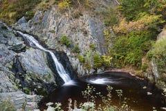 Lång exponering för Bayehon vattenfall, Belgien Royaltyfri Foto