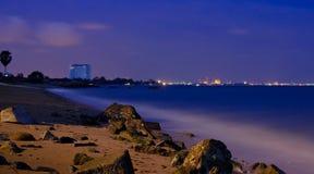 Lång exponering på den Huahin stranden Thailand royaltyfri fotografi