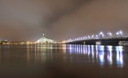 Lång exponering på floden - Riga - Lettland arkivfoto
