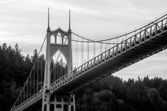 Lång exponering Portland Oregon för St Johns bro royaltyfri fotografi