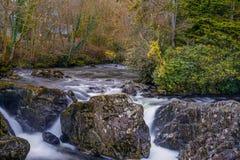 Lång exponering Wales för liten vattennedgång royaltyfria foton