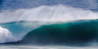 Lång exponeringsbild av den stora ensamvargvågen för blått hav, Kalifornien Arkivfoto