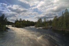 Lång exponeringssikt över den svenska floden av Ammeraan Arkivfoton