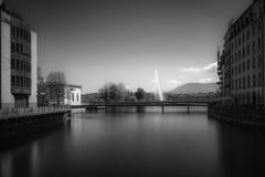 Lång exponeringssikt från den Bel Air bron i Genève, Schweiz arkivfoto