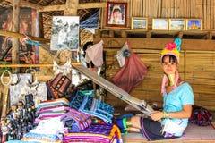 Lång-hånglad Padaung stam Royaltyfria Bilder