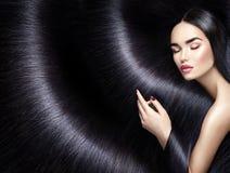 Lång hårbakgrund Skönhetbrunettkvinna Arkivbilder