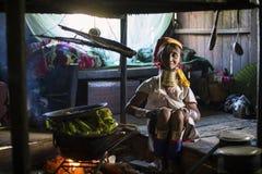 Lång-hals kvinna, Myanmar Arkivfoto